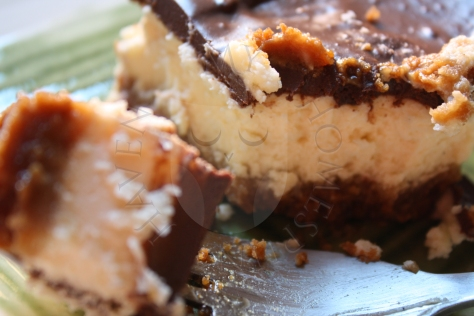 amaretto cheesecake bars